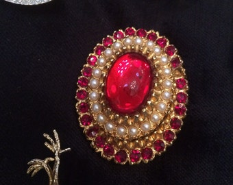 Vintage red stone and pearl oval brooch