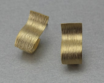 Curved Square Post Earring . Matte Gold Plated . 10 Pieces / C1209G-010