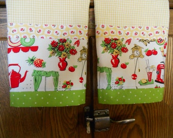 Set of 2 Fabric Trimmed Kitchen/Guest Towels with Retro Kitchen Print