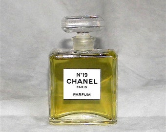 2ml CHANEL #19 Pure Perfume 2ml Sample - Vintage Parfume Extrait From France