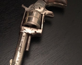 Antique Protector Palm Pocket Pistol 1800s .32 rimfire revolver