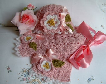 Handmade crochet hat and scarf. Suit for baby girl in pink wool. Size 3-6 months. Crochet baby winter fashion