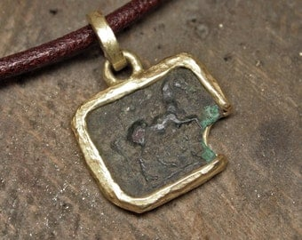 Yellow gold pendant with ancient coin