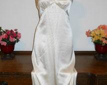 Vintage  Patricia Fieldwalker Adagio Ivory 100% Silk Long Elegant Body Hugging Nightgown  Size Small