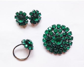 50% OFF 1960's Vintage Mid Century Sparkly Emerald Green Crystal Ring Brooch Clip On Earrings Costume Jewellery Set