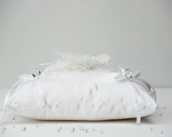 Cushion alliances flowers white satin and pearls