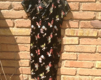 Asian dress in perfect  condition black large