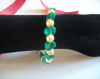 Bracelet with genuine mother of Pearl and Green Blue Pearl