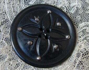 Large antique Horn Button with cut steel - gros bouton ancien fait de corne