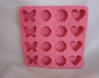 Avon Cakes and Candy Silicone Bakeware Mold (16-molds)