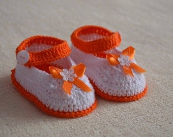Baby booties/crochet knitted/hand made/new born/crib shoes/