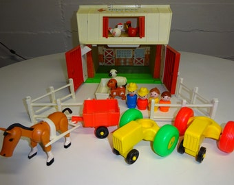 Vintage 1986 Fisher Price Family Farm Barn #2501 - FREE SHIPPING