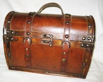 Bargain ! Vintage Style Travel and Storage Case