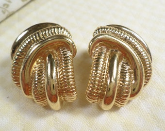 Beautiful Vintage Pair Of Gold Tone Large Textured Pierced Earrings  DL#7343