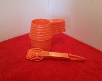 vintage Tupperware measuring cup and measuring spoon set / orange tupperware