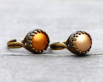 Crown ring with matt golden stone