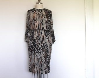 vintage leopard print dress with pockets // fitted animal print dress