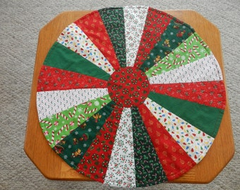 Christmas Dresden Plate Topper, Christmas table topper, Christmas Holiday decor, Red and Green table topper, Table Topper