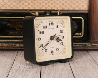 Alarm clock Jantar - 4 Jewels clock - Desk clock - Mechanical clock - Working vintage clock - Wind-up clock - Soviet clock - Vintage clock