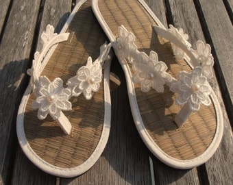 Ladies Straw Wedding Flip Flops Hand Decorated with Lace Flower with Pearl Centre