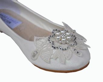 Wedding shoes White lace wedding shoes flat Wedding shoes lace applique white lace flats white flat shoes lace bridal shoes lace shoes