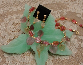 Pink Glass Leaves Necklace Set