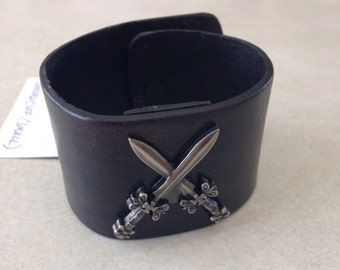 Crossed Sword Cuff (Small)