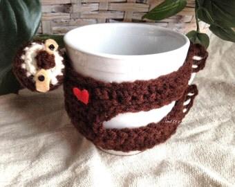 Crochet sloth coffee cup cozy, sloth mug cozy, sloth mug sleeve, coffee cozy, sloth coffee cozy, animal coffee cozy, crochet coffee sleeve.