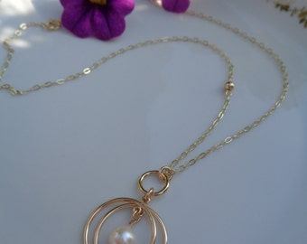 585 gold filled necklace with Pearl pendant, very fancy!