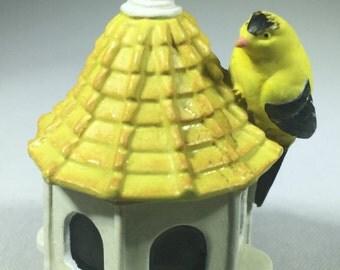 Lenox Garden Birdhouse American Goldfinch Thimble