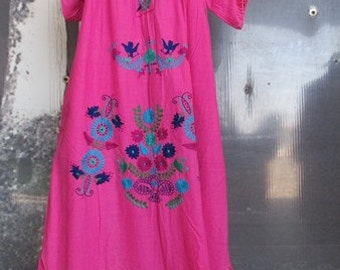 Vestito cotone anni 50 color fucsia.Made in Mexico.Ricamato a mano.Tg S-M/50s shocking pink mexican  cotton dress/Hand embroidered/Size S-M