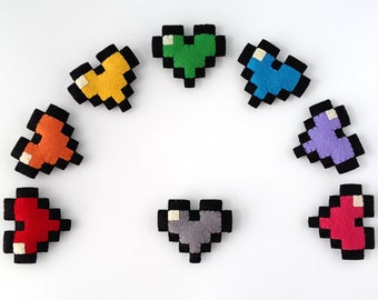 Pixel Heart pin/brooch. 8bit felt pin