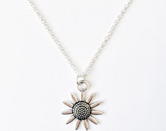 Pointed Flower Necklace