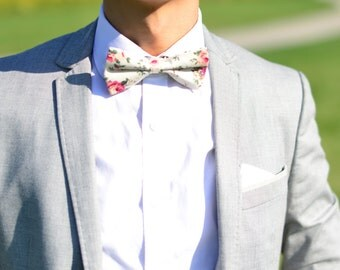 Cream White Floral bowtie, Floral bowtie, Vintage Floral bowtie, Pre-Tied Bow Tie, Vanilla Floral Bowrie, Wedding Floral Bowtie