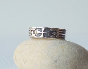 Vintage Oxidized Overlaid Sterling Silver Band Ring, Unisex Ring, Cross Design Ring Size 7 1/2, Wide Sterling Band Ring, Stackable 925 Ring