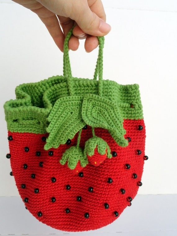Items similar to toddler girl handbag strawberry costume - Bolsos tejidos a crochet ...