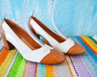 1960s PAPPAGALLO Wingtip Heels // 60s Womens Brown and White SPECTATOR HEELS // Women's Shoes // Pappagallo Designer Ladies Shoes Size 7