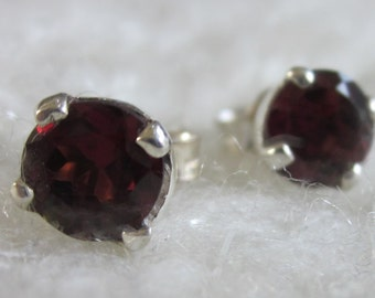 Classic Red Garnet Round Stud Earrings