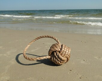 Rope ball | Knotted rope decor | Rustic beach decor | Nautical decor | Monkey's fist knot | Rope knot | Twisted manila rope ball