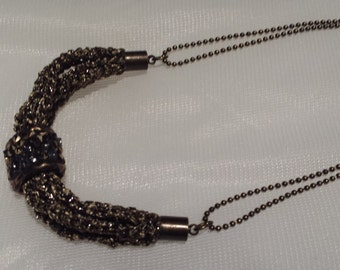 Short necklace with tupi pendant