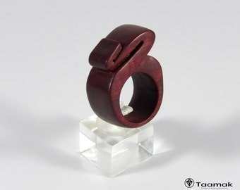 Ring carved Guyana Amarante.