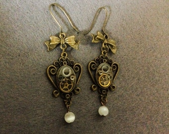 "Small bow and gears steampunk ""tweedle"" earrings"