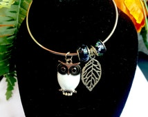Owl Bangle Bracelet - Choose your color! Stackable silver bangle, owl, murano glass, charm bangle, Charm Bracelet, boho