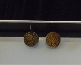 Antiqued etched floral disk earrings