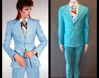 """MADE TO ORDER David Bowie / Ziggy Stardust Light Blue """"Suit-like"""" Jacket /Matching Pants w/ Silver Metallic Tie For Men"""