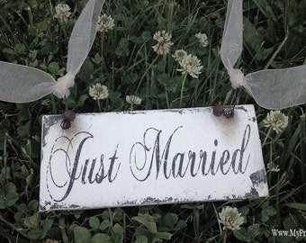 JUST MARRIED SIGN. Wedding Sign. Photography Props. Photo Prop. Honeymoon Sign. Shabby Chic Wedding Decor. Vintage Wedding Decoration.