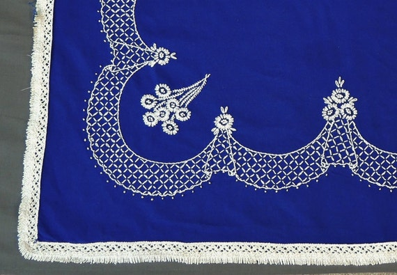60s Blue Amp White Embroidered Tablecloth Small 30 X 30 Inches