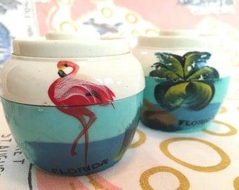 Vintage Florida salt pepper shakers hand-painted flamingo palm trees 1940s aqua white plastic bean pot Floridiana souvenir
