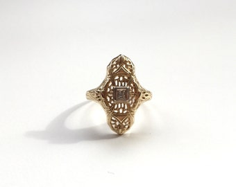 V I N T A G E // 14k filigree / yellow gold with tiny diamond solitaire / size 6