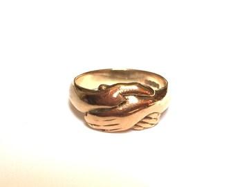 V I N T A G E // 9ct or 10k / Fede Gimmel ring / yellow gold / Claddagh / size 6.75